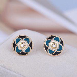 🎁Henri Bendel Four-Leaf Clover Logo Stud Earrings
